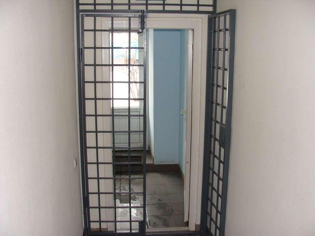 решётчатая дверь 1