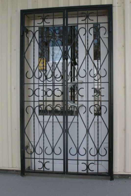 решётчатая дверь 3